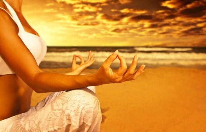 photodune 2153682 700x450 Медитация на пляже   Meditation on the beach