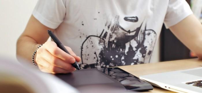 photodune 2190388 700x323 Парень использует графический планшет   Man Using Graphics Tablet
