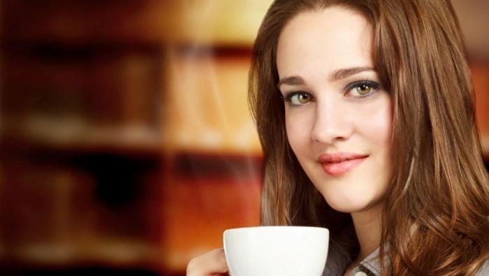 photodune 2973207 700x395 Девушка наслаждается горячим напитком   Woman Enjoying a Hot Beverage