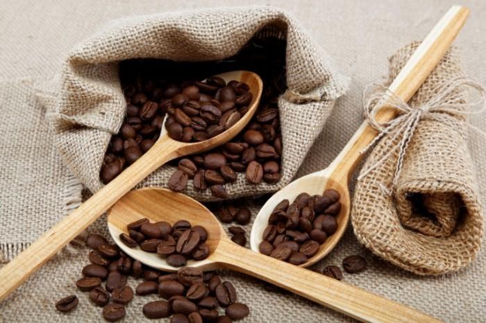 photodune 3257549 700x466 Кофейные зерна в ложках   Coffee beans in a spoons