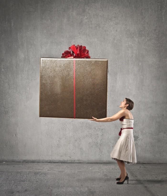 photodune 3827572 700x823 Женщина с огромным подарком   Woman with big gift