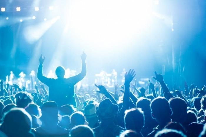 photodune 3909347 700x466 Руки толпы на концерте   Hands crowd at concert