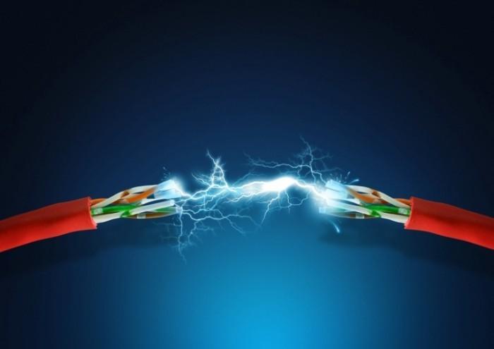 photodune 397412 700x495 Сильное електрическое соединение   Strong electric connection