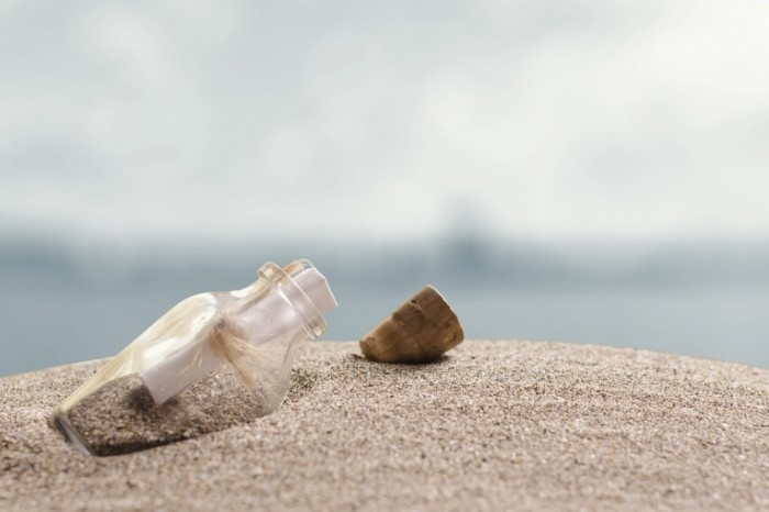 photodune 4017629 700x466 Послание в бутылке   Message in a bottle
