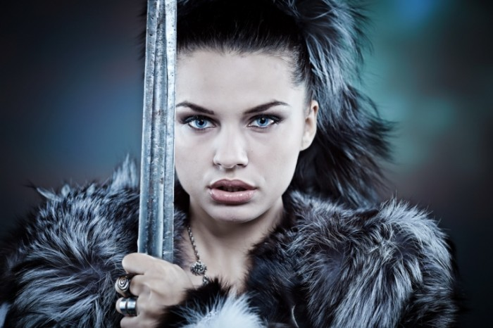 Fotolia 13283515 700x466 Девушка в мехах с мечом   Girl in furs with sword