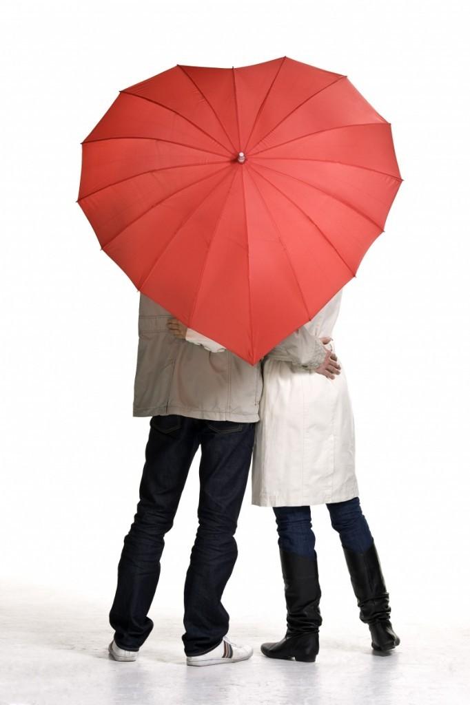 Fotolia 16902599 Subscription XL 682x1024 Люди под зонтом   People under the umbrella