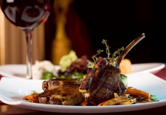Fotolia 2383774 XL 700x487 Мясо и вино   Meat and wine