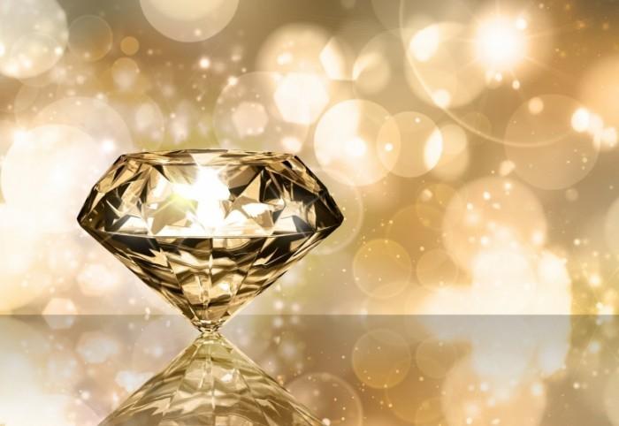 Fotolia 27777189 Subscription XL 700x482 Граненый алмаз   Faceted diamond
