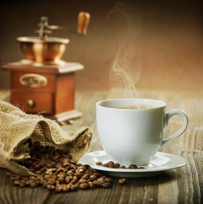 Fotolia 28606673 Subscription L 700x702 Кофемолка и ароматный кофе   And aromatic coffee grinder