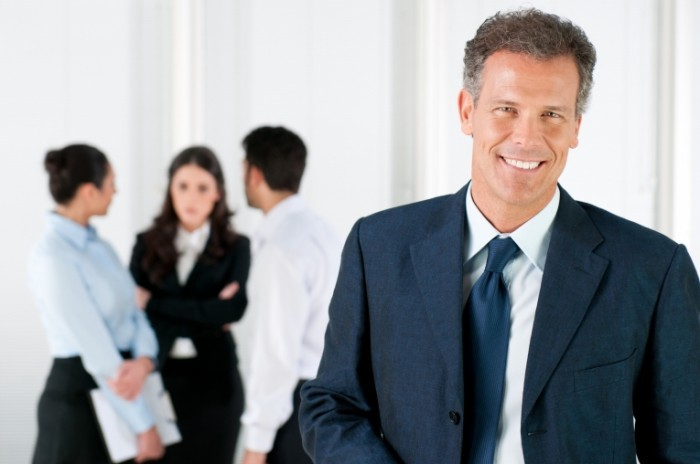 Fotolia 30205765 Subscription XL 700x464 Бизнесмен с улыбкой   Businessman with a smile