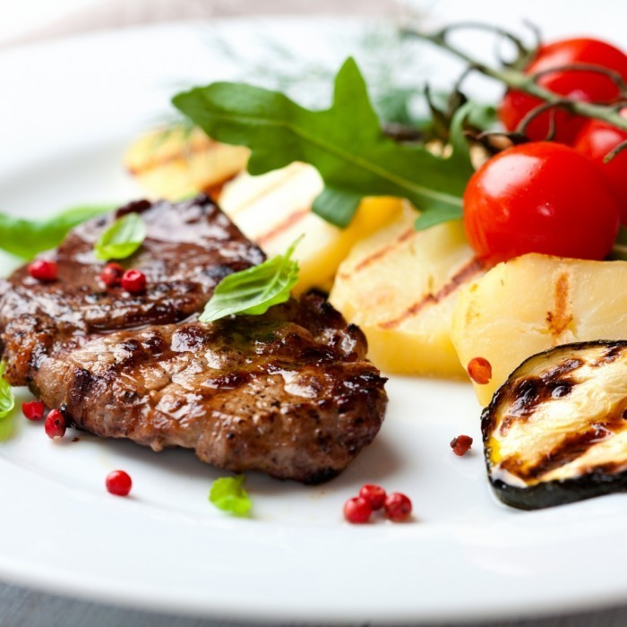 Fotolia 32994580 Subscription XL1 700x700 Мясной стейк   Meat steak