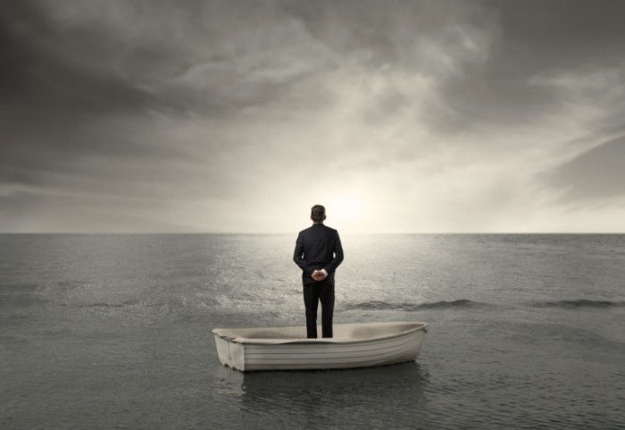 Fotolia 33695832 Subscription Monthly M 700x481 Мужчина в лодке   Man in boat