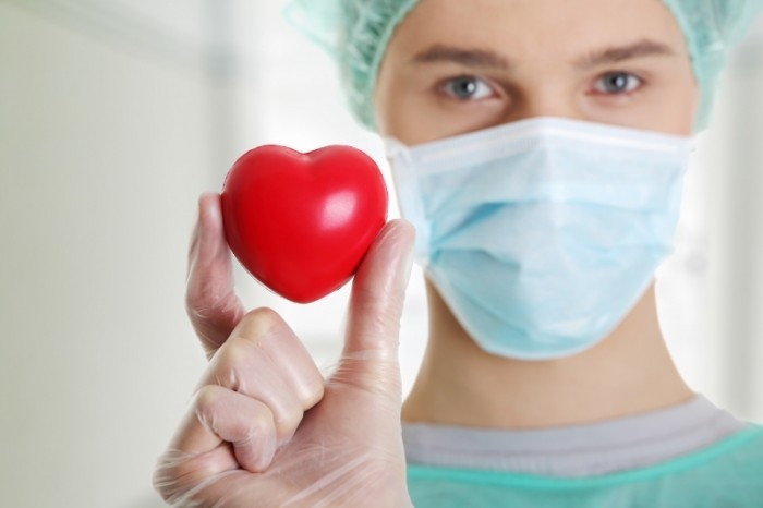 Fotolia 44638456 Subscription Monthly XXL 700x466 Доктор в маске с сердцем   Doctor in a mask with a heart