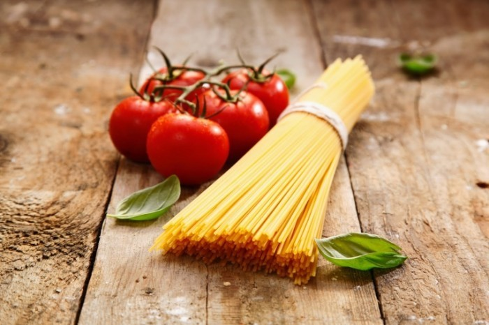 Fotolia 44799467 Subscription Monthly XXL 700x466 Спагетти и помидор   Spaghetti and tomato