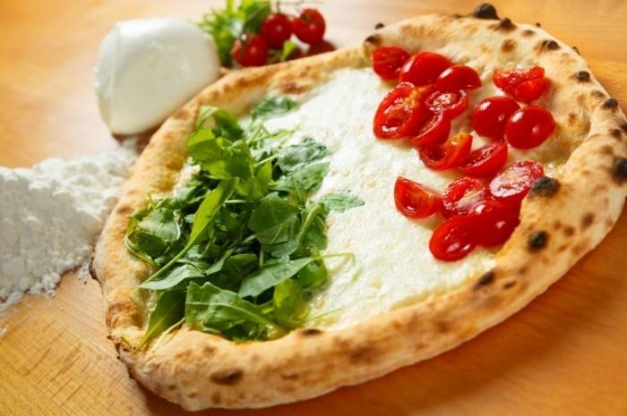 Fotolia 49473692 XL 700x465 Заготовка для пиццы   Harvesting for pizza