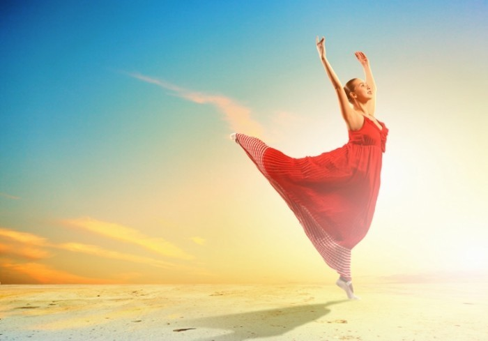 Fotolia 51150249 Subscription Monthly XL 700x489 Танцующая девушка   Dancing girl