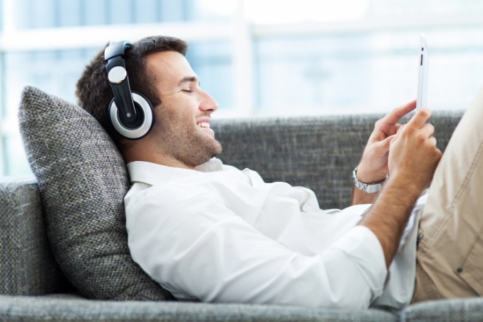 Fotolia 53293463 Subscription XXL 700x466 Парень в наушниках   Man in headphones