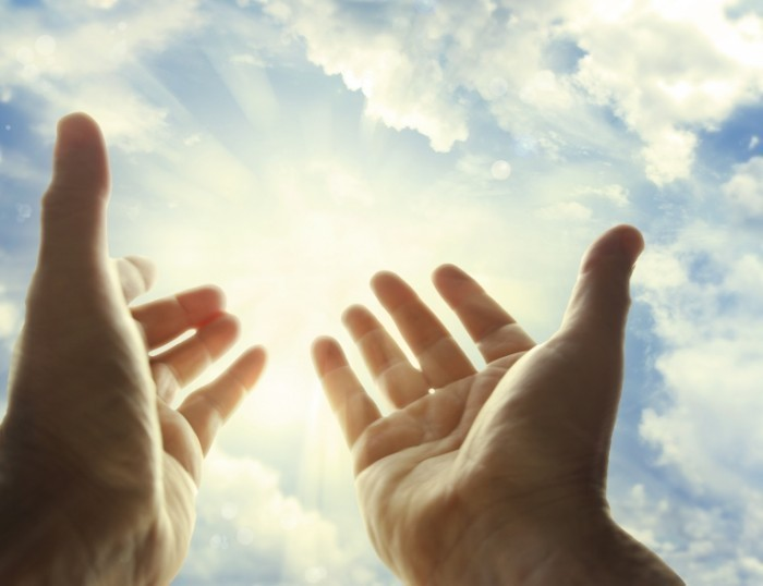 Fotolia 56028256 Subscription Monthly XXL 700x538 Руки к небу   Hands to heaven