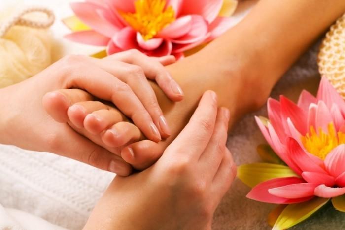 Fotolia 7059891 Subscription XL 700x466 Массаж ног   Foot Massage