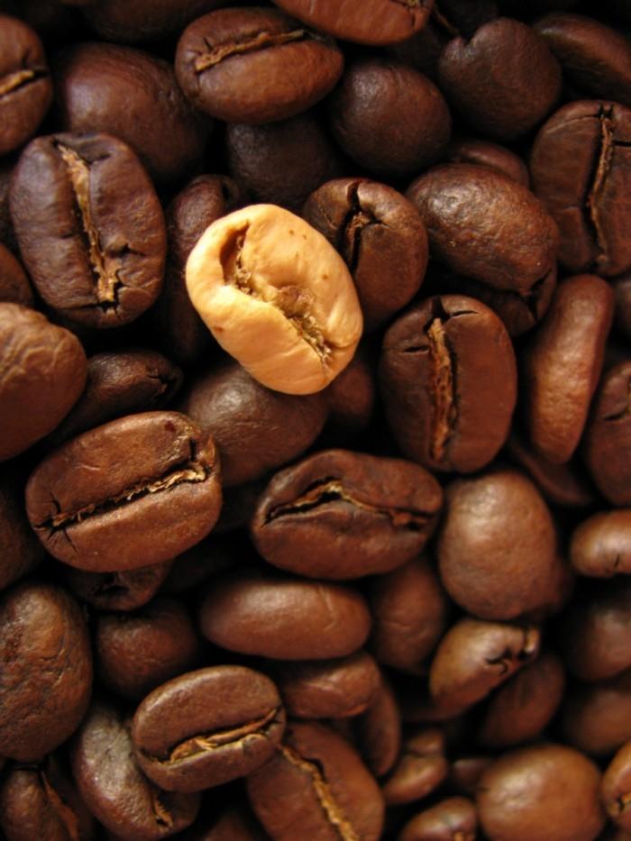 coffee grains bean 5659798 700x933 Зерна кофе   Coffee beans