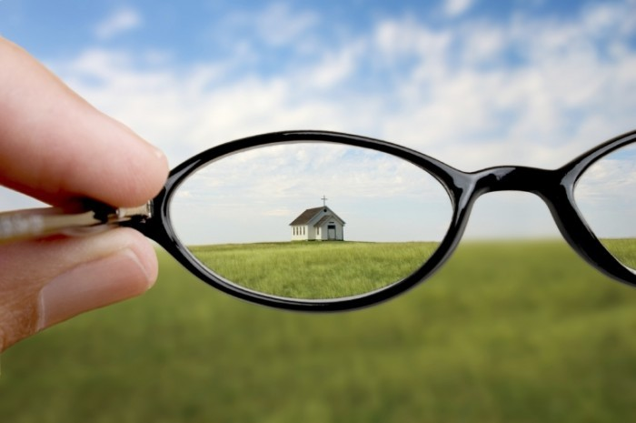 istock 000006250244medium 700x465 Маленькая церковь в очках   Small church in glasses