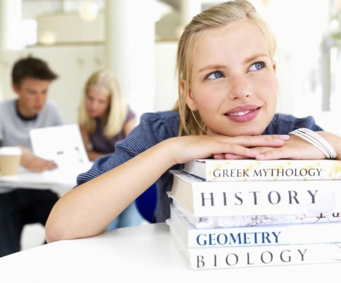 istock 000006633841medium 700x581 Девушка с учебниками   Girl with books