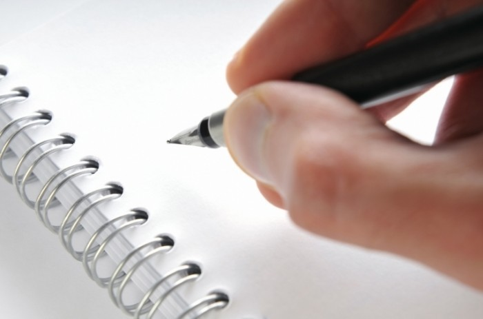 istock 000007440129 700x463 Блокнот с ручкой   Notepad with pen
