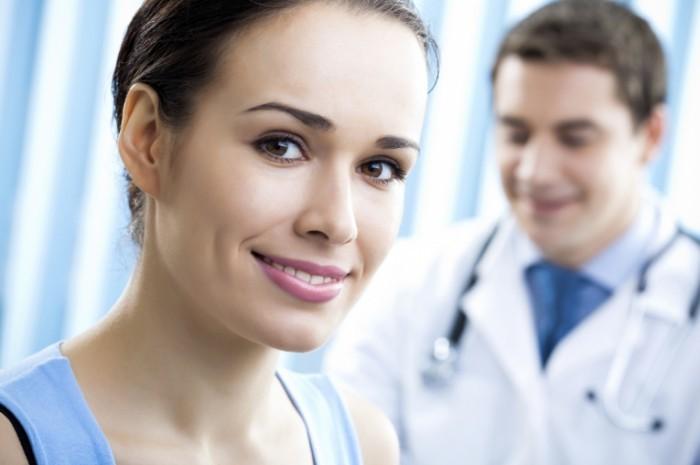 istock 000013877159medium 12 700x465 Женщина на фоне доктора   Woman against doctor