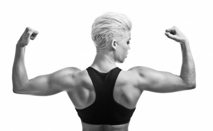 Fotolia 36693113 Mbw 700x432 Девушка бодибилдер   Woman bodybuilder