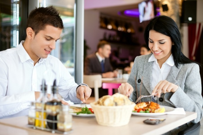 Fotolia 51199905 Subscription L 700x466 Пара в ресторане   Couple at restaurant