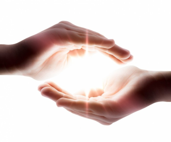 Fotolia 51432671 Subscription Monthly M 700x582 Руки со светом   Hands with light