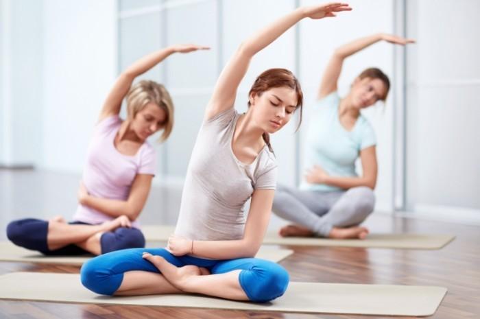 Fotolia yoga 4 2 700x465 Девушки на занятии йогой   Girls with a yoga session