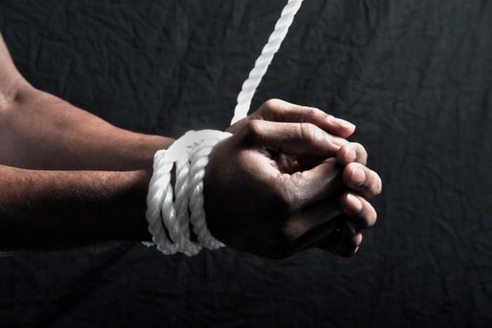 firestock 3004201406 700x466 Руки в канате   Hands in the rope