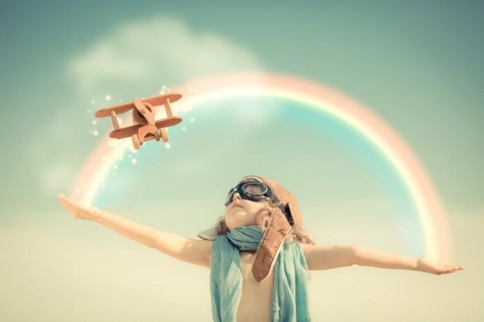 holding rainbow plane shutterstock 149643362 700x466 Мальчик с радугой и самолетом   Boy with rainbow and aircraft