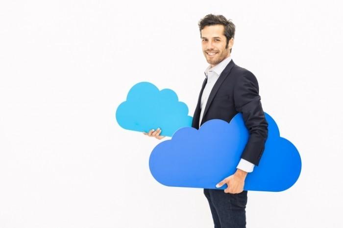 istock 000020501613 700x466 Мужчина с облаками   Man with clouds
