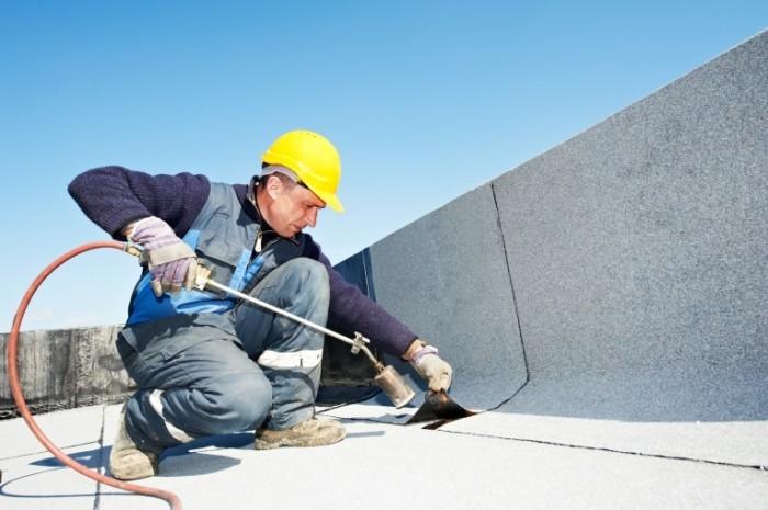 shutterstock 101809735 700x465 Сварщик в каске   Welder helmet