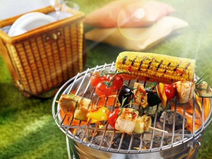 shutterstock 132916451 700x525 Шашлыки на огне   Kebabs on fire