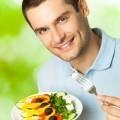 Мужчина с греческим салатом - Man with a Greek salad