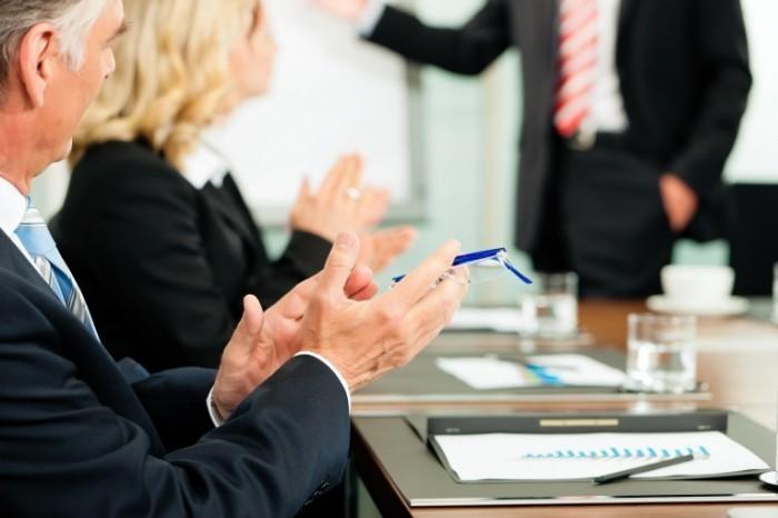 shutterstock 79081297 700x466 Аплодисменты бизнесменов   Applause business