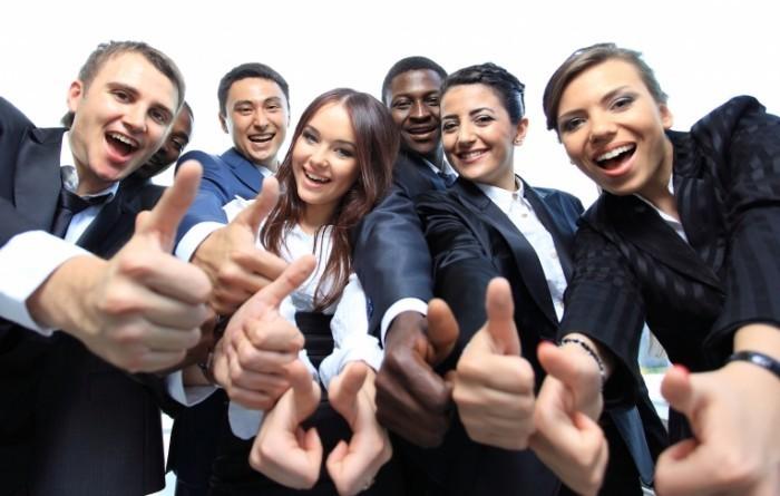 43467660   fotolia.com FotolEdhar 700x445 Веселые офисные работники   Cheerful office workers
