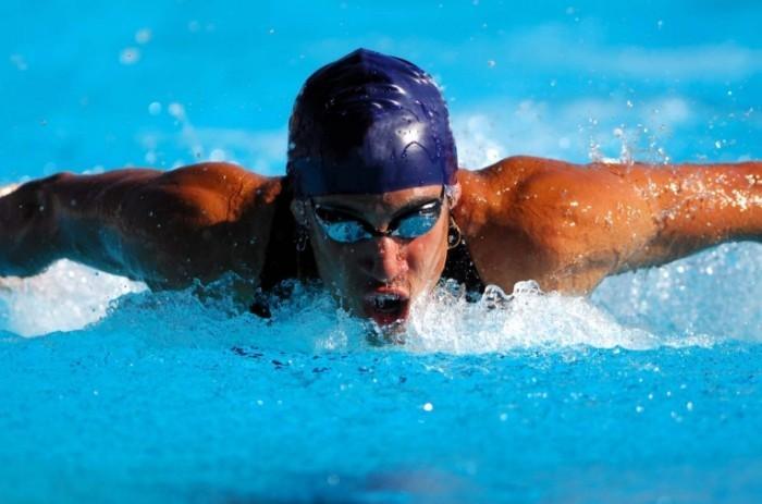 4b97bb02 e0be 4178 8c5a dcab07b7bd69 shutterstock 14138098 zwemmer sport zwembad blauw actie kopie 700x463 Пловец   Swimmer