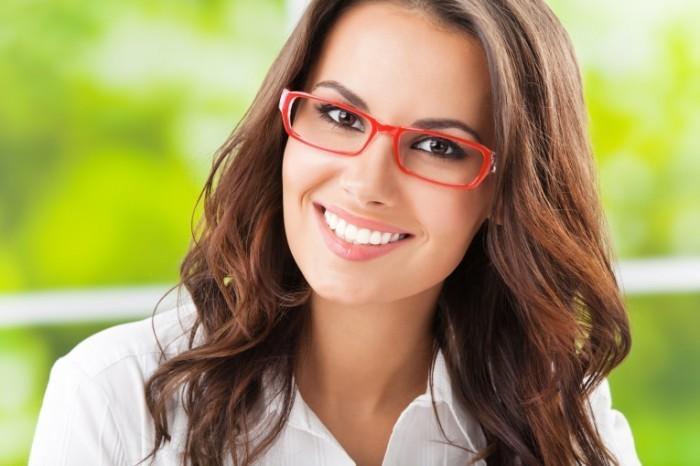 Depositphotos 18678801 original 700x466 Девушка в красных очках    Girl in the red glasses