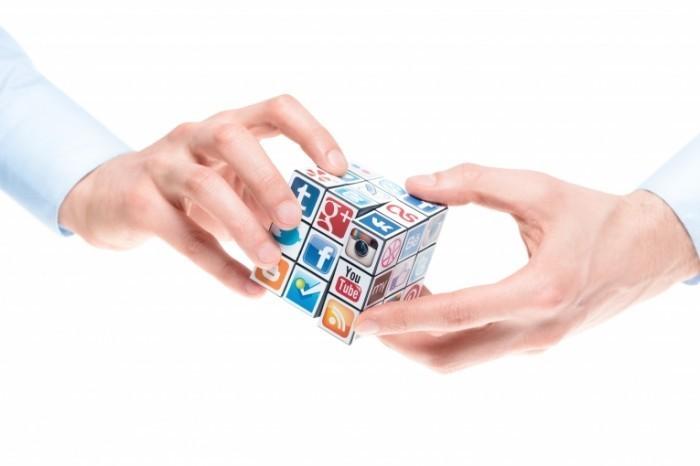 Depositphotos 20566311 xl 700x466 Куб с иконками социальных сетей   Cube with icons of social networks
