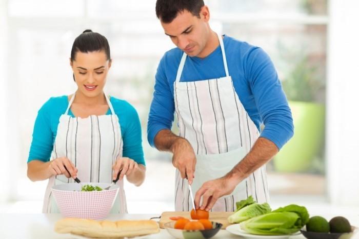 Depositphotos 25521085 original1 700x466 Пара на кухне    Couple in the kitchen