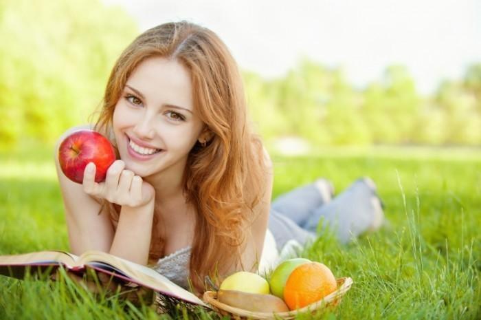 Depositphotos 5380307 XL 700x465 Девушка с фруктами   Girl with fruit