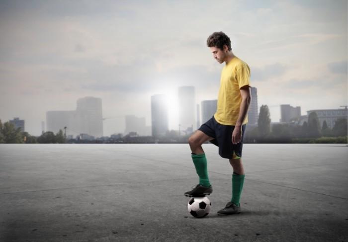 Depositphotos 5970717 original1 700x487 Парень с футбольным мячом   Man with soccer ball