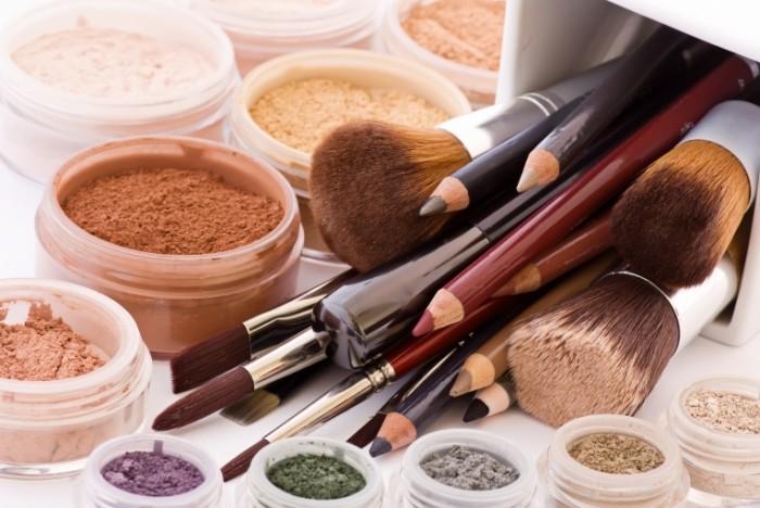 Fotolia 15579768 Subscription XL 700x468 Косметика   Cosmetics