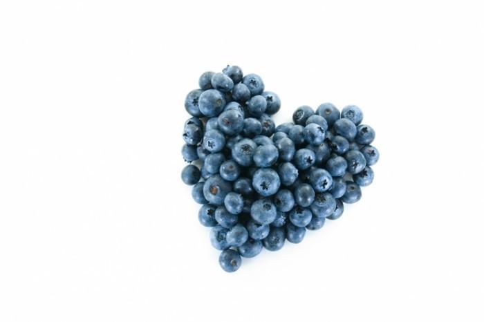 Fotolia 1721318 M 700x466 Черника   Blueberries