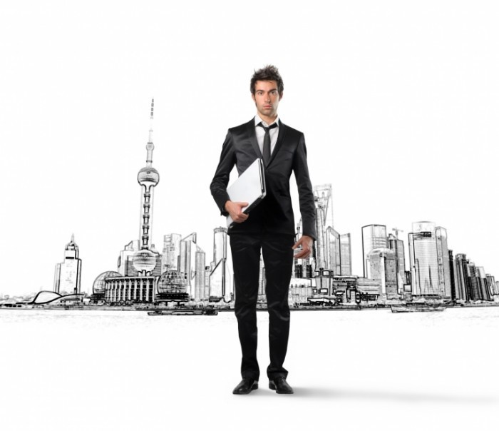 Fotolia 17698391 Subscription L 700x604 Деловой мужчина с ноутбуком   Business man with a laptop