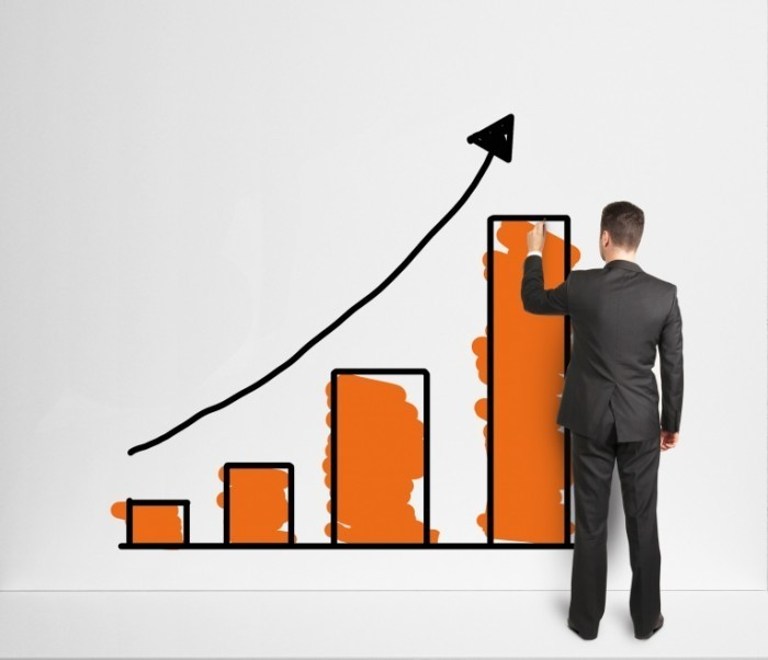 Fotolia 50059232 Subscription L 700x602 Мужчина с графиком   Man with a graph